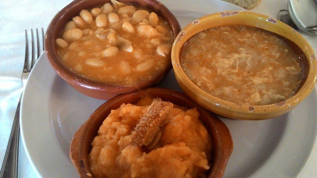 Degustación de patatas revolconas, sopa castellana y judiones