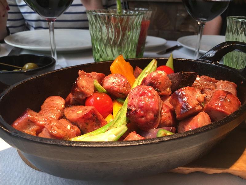 Choricitos caseros al pebre chileno