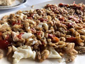 Comer en la provincia de CádizMirador El Roqueo, chanquetes con pimientos rojos y huevos fritos