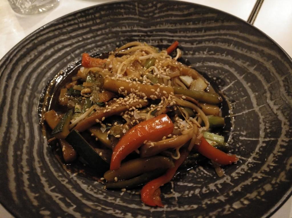 wok de verduras con fideos de arroz