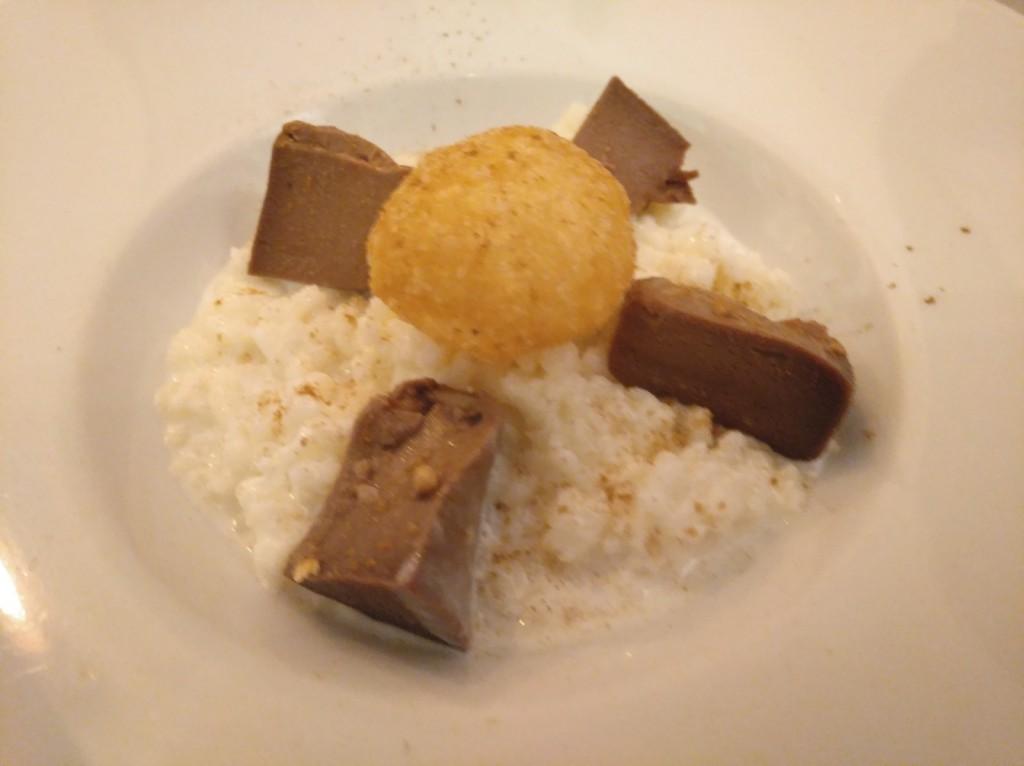arroz con leche con bizcocho de chocolate