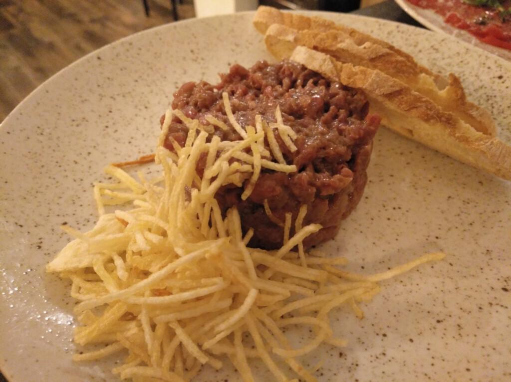 """steak tartar """"La Tabarra"""","""