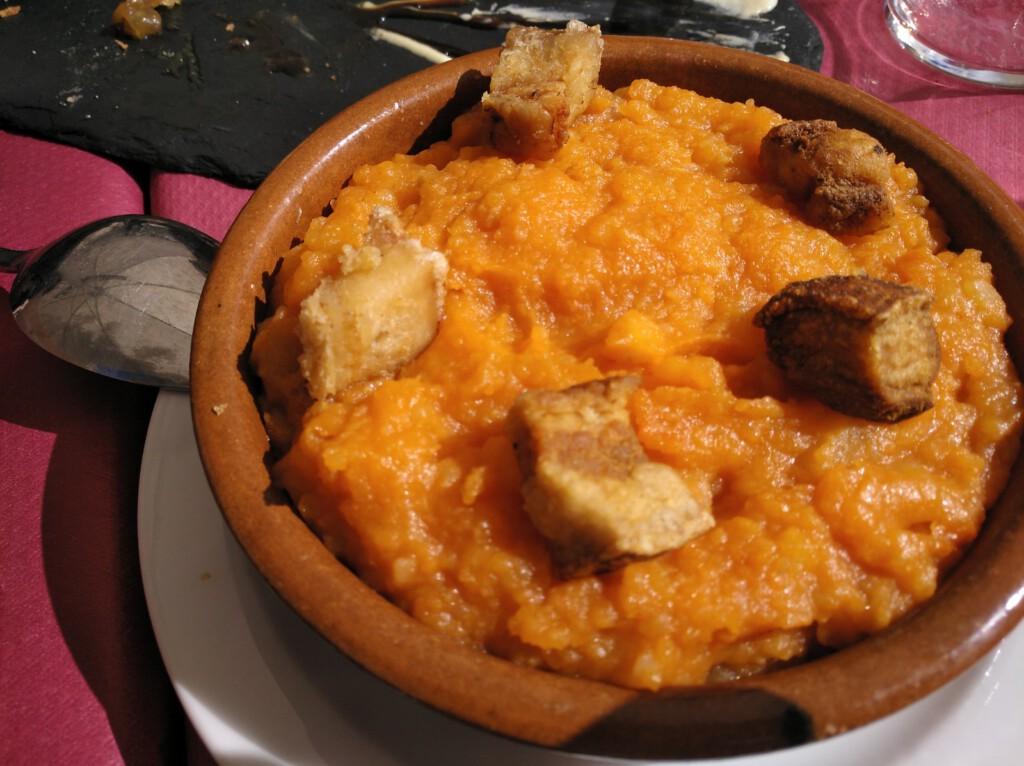 Patatas revolconas en La Bruja