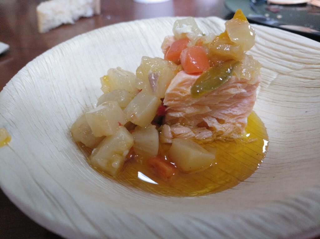 salmón al vapor con marinada de verduras