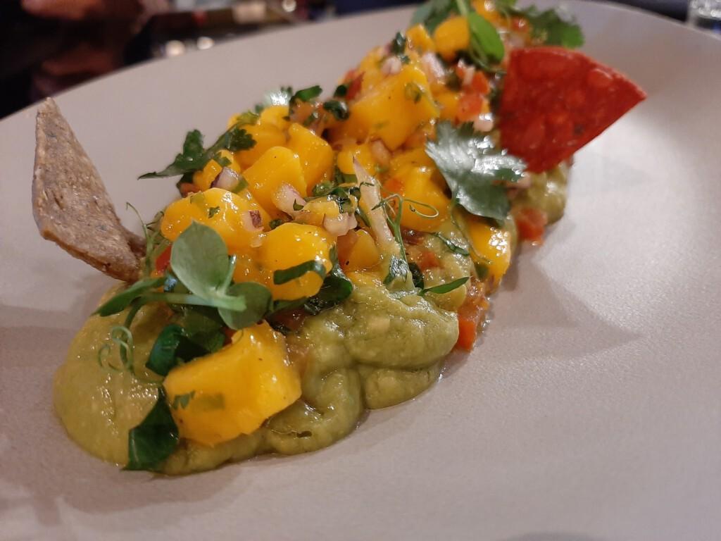 Guacamole con pico de gallo de mango